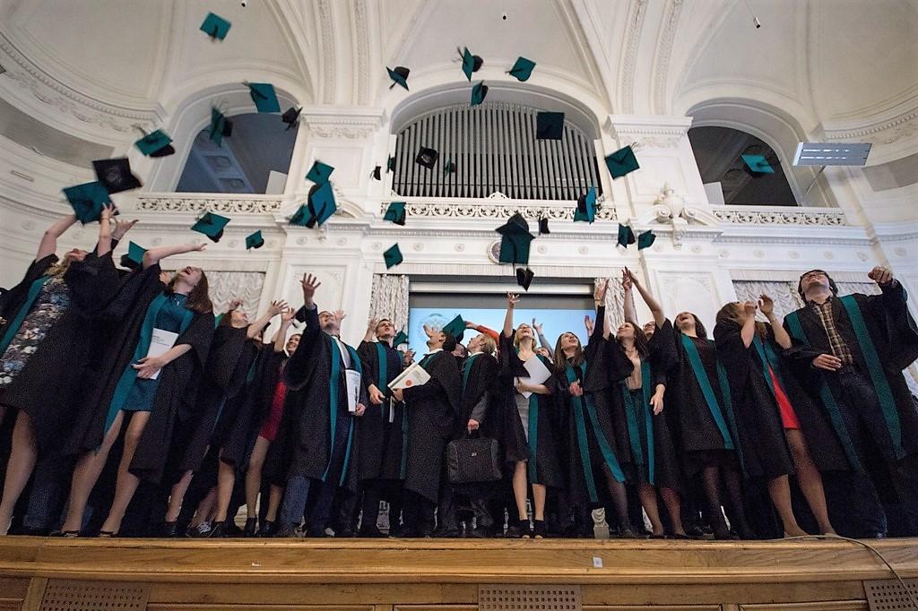 Церемония вручения дипломов выпускникам 2018