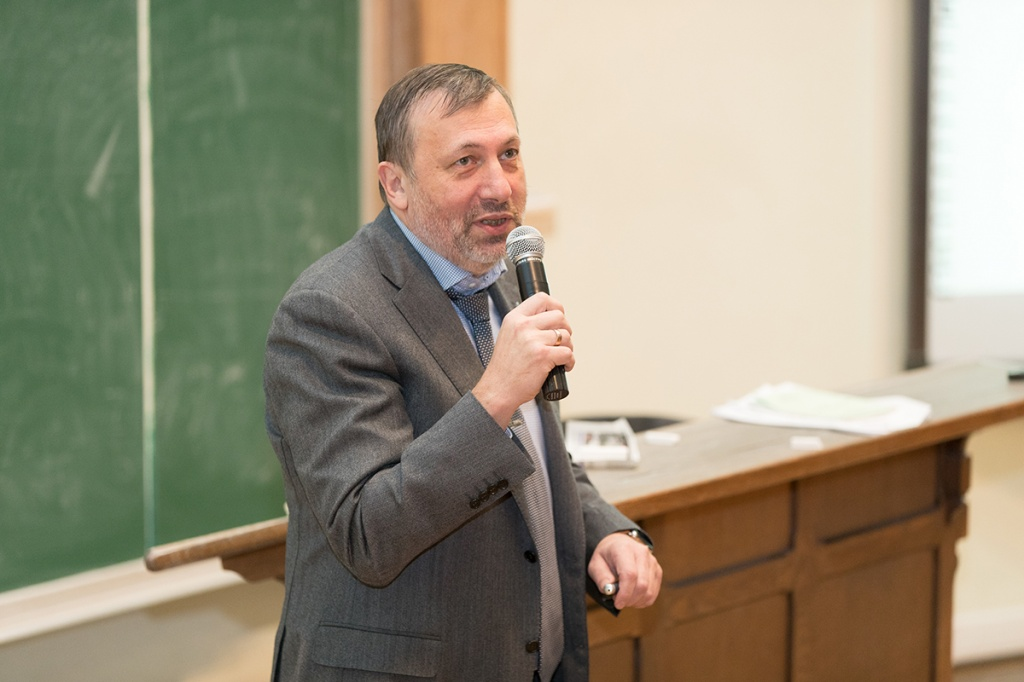 Встреча председателя совета директоров ПАО «ЗВЕЗДА» П.Г. ПЛАВНИКА со студентами