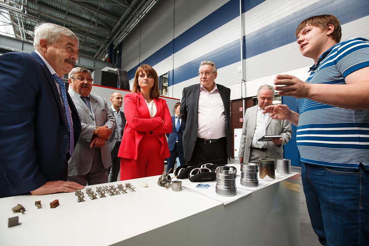 Вице-губернатор С.Н. Мовчан посетил Конструкторское бюро СПбПУ на базе Балтийской промышленной компании