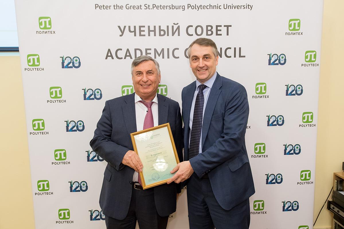 Награждение директора ИММиТ А.А. Поповича на ученом совете СПбПУ