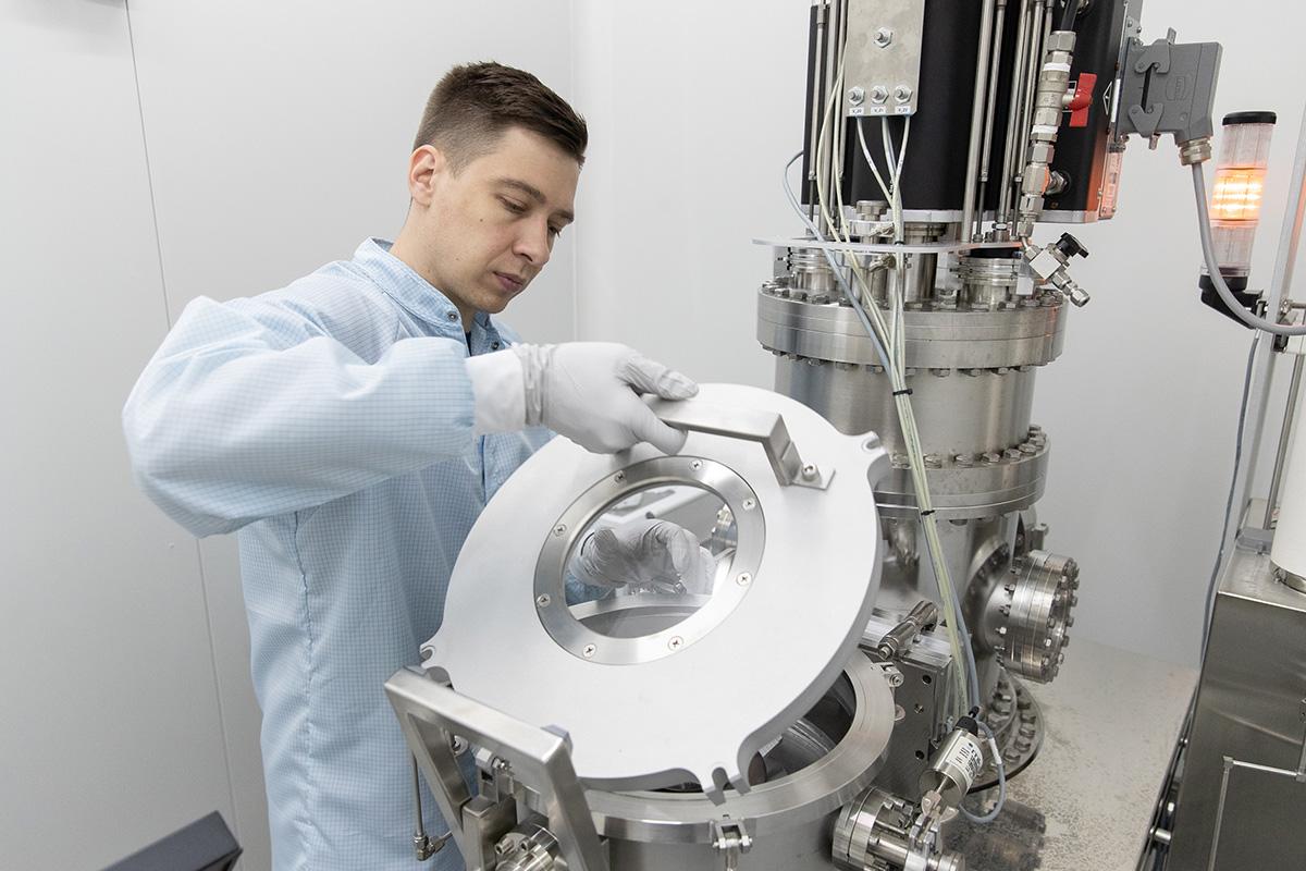 Российские ученые нашли новые решения для создания тонкопленочных аккумуляторов