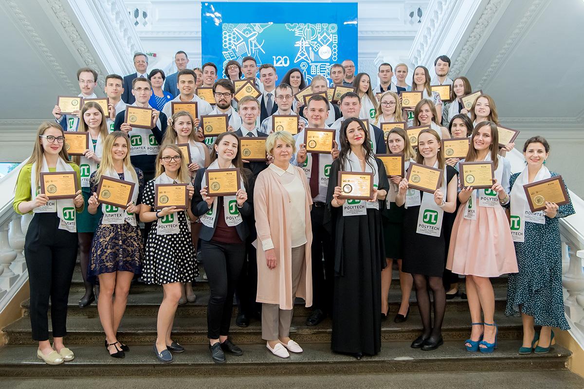 Лучшим выпускникам ИММиТ вручили золотые медали