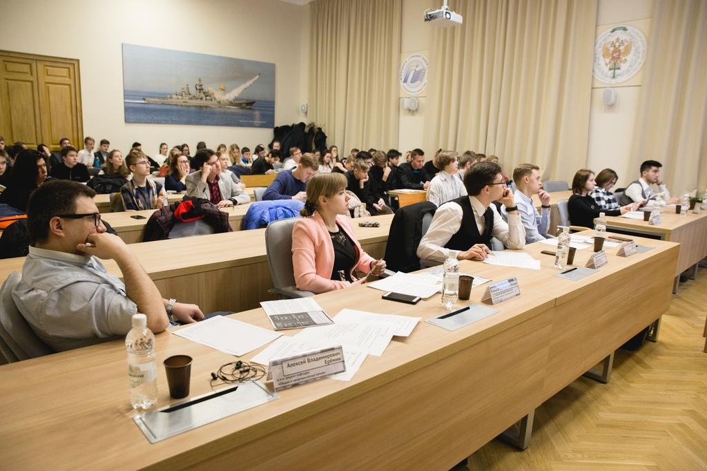 Будущие выпускники школ решают проблему гололёда в Санкт-Петербурге
