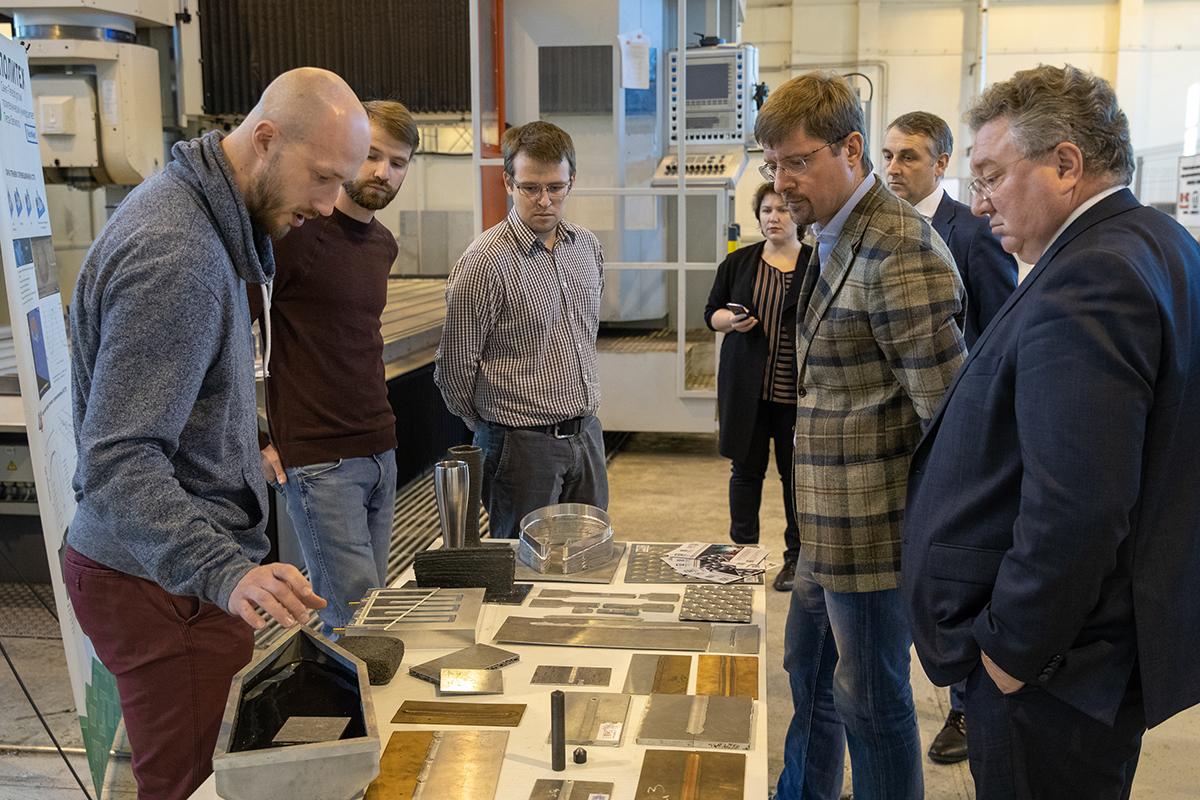 Замминистру науки и высшего образования Алексею Медведеву представили разработки ИММиТ