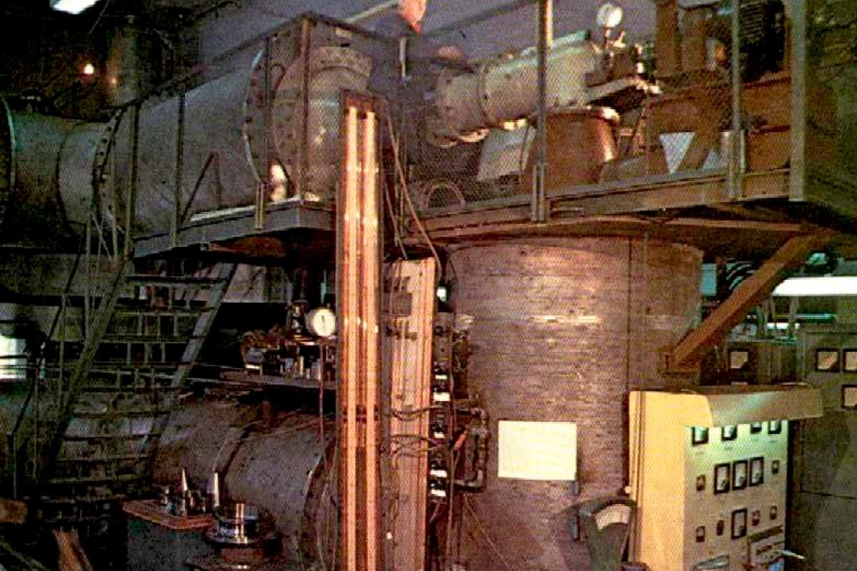 Лаборатория порошковой металлургии. 1980 год.